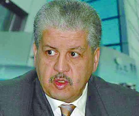سلال ''حالف'' في وزرائه مطالب بتحديد صلاحياته و''صمت'' حول عدد العهدات :