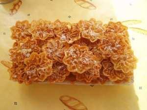 Gâteau au miel en forme de fleurs