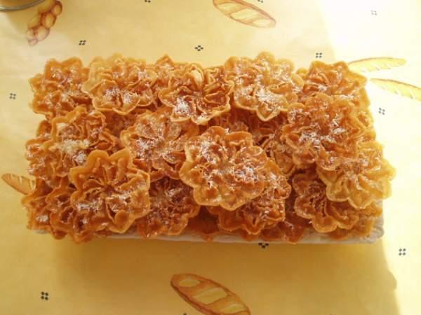 G�teau au miel en forme de fleurs