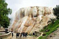 انهيار كتلة من معلم «الشلال» الطبيعي بحمام المسخوطين بقالمة فيما تشهد المنطقة الآلاف من الزوار سنويا