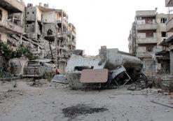 لبنان يناشد إيران الضغط على حزب الله للانسحاب من سوريا 14 قتيلا وعشرات الجرحى في تفجيرين انتحاريين بدمشق