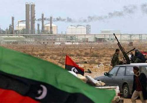 """La production libyenne d'hydrocarbures a chuté de 250.000 barils """"à cause des sit-in et des protestations"""" (ministre)"""