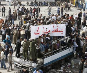 مبارك مريض بالانتقام وسيبيد الثائرين إذا بقي في الحكم لهذه الأسباب لن يتوّقف ثوّار مصر عن مسيرتهم