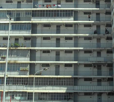 """الأحياء الجديدة تشجِّع على تفشي الجريمة """"محتشداتٌ"""" مأهولة بالسكان ودون مرافق"""