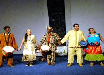 تيزي وزو تحتضن الطبعة الثامنة للمهرجان العربي الإفريقي للرقص الفلكلوري بين 3 و7 جويلية وبمشاركة 23 فرقة، بينها 12 أجنبية