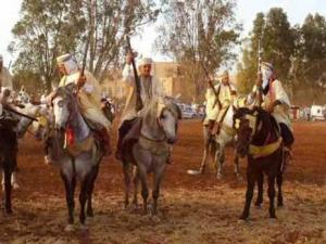 Fêtes traditionnels à Tlemcen Fantasia et cavaliers au rendez-vous