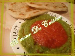 Hmisse (hmis) ou salade de poivron et piment en sauce tomate