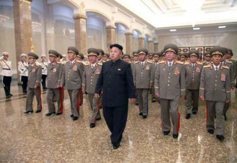 زعيم كوريا الشمالية يعرج في ذكرى وفاة جده