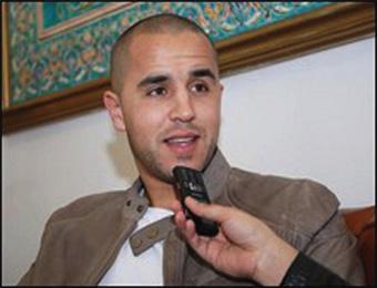 بوقرة يزور تدريبات المنتخب القطري ويلقي على لاعبيه خطابا حول تجربته المونديالية