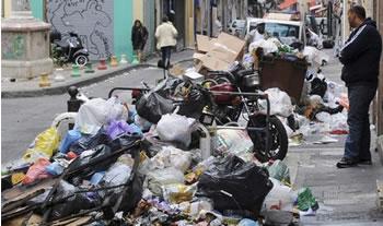 Les ordures inondent les villes