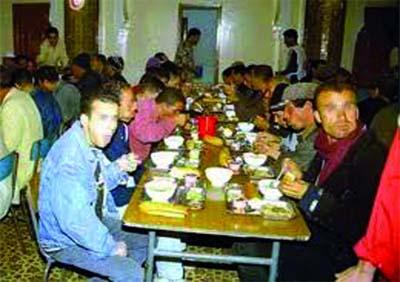 Une f'tour avec les démunis et des repas pour les SDF
