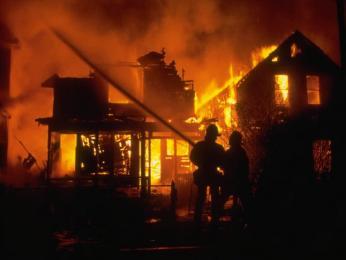 حريق يأتي على ملفات متقاضين بمكتب محامي بغليزان