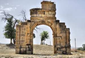 L'arc de triomphe de Markouna, un monument romain antique d'une splendeur grandiose