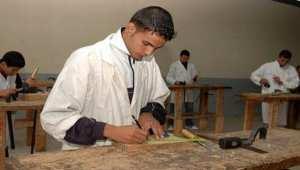 Améliorer la formation professionnelle par l'apprentissage sur le terrain (ministre)