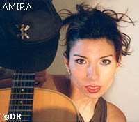 Amira, jeune chanteuse kabyle sur la voie d'un avenir prometteur