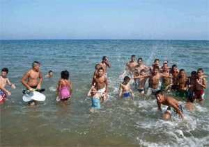 676 enfants d'Adrar au bord de la mer