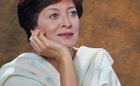 Portrait de la chanteuse Chaouie Houria Aîchi