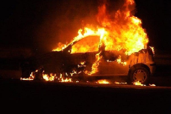 حرق سيارة رئيس بلدية كنديرة أمام بيته العائلي