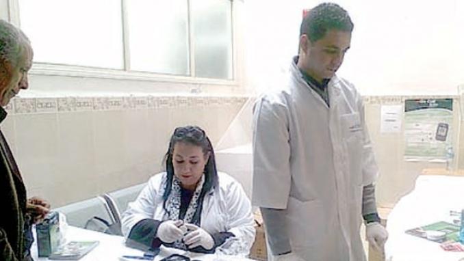 المرضى في رحلة بحث عن أشرطة الدم