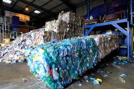 38 مليار دج تضيع سنويا بسبب غياب مشاريع رسكلة النفايات!!