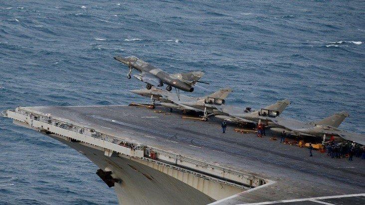 شارل ديغول تبدأ أولى عملياتها العسكرية ضد داعش