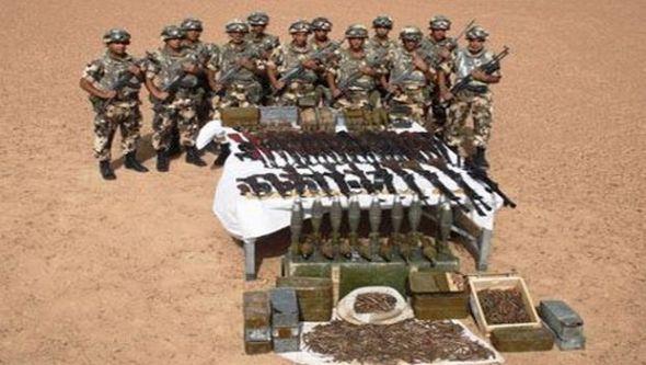 كشف مخبأ يحتوي على 33 قطعة سلاح وذخيرة قرب الشريط الحدودي بتمنراست