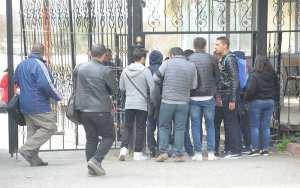 طلبة البيوتكنولوجيا يحتجون أمام ديوان الوالي في قسنطينة
