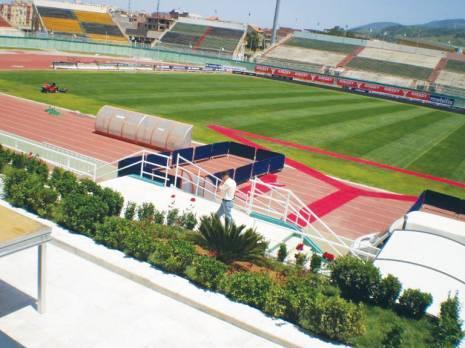 Stade Tchaker, bel exemple d'une pelouse impeccable Sports : les autres articles