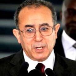 """""""لا يوجد حل سحري للوضع في مالي والتدخل الأجنبي سيؤزّمه"""" الجزائر اشترطت المصلحة الوطنية لإعادة البناء، لعمامرة:"""