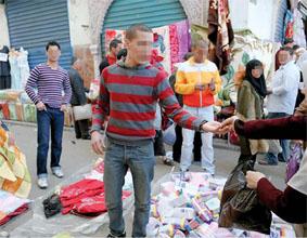هكذا تحضّر العائلات الفقيرة لشهر رمضان «السياسي» تتجول في أسواق باش جراح وساحة الشهداء وبومعطي