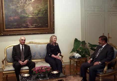 كلينتون تنتزع تعهدا من مرسي بعدم مراجعة اتفاقية كامب ديفيد