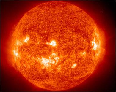 العاصفة الشمسية تصل الأرض دون الإضرار بالأقمار الاصطناعية