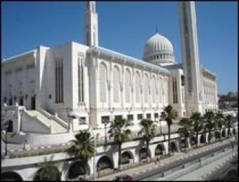 كاردينال ليون و20 كاثوليكيا يستكشفون المعالم الإسلامية بقسنطينة يعتزمون زيارة كنيستي القديس أوغستين بسوق أهراس وعنابة