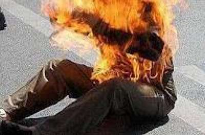 انتحار بنّاء حرقا بالبنزين وتفحم جثته بالكامل أمام منزل أصهاره في باتنة