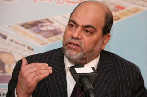 """سلطاني: """"نأمل أن ينقلنا دستور الجزائر القادم إلى دولة القانون""""."""