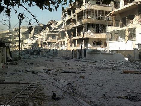 طائرات النظام السوري تقصف دير الزور ببراميل متفجرة