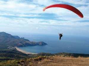 1er meeting international de parapente de Seraïdi (Annaba):  35 pilotes dont 9 Français volent au-dessus de l'Edough