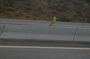 Un balai svp pour les éboueurs de l'autoroute Est-Ouest
