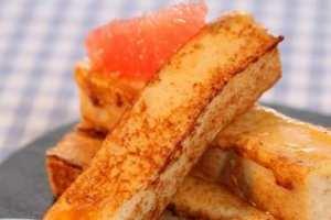 Recette de Gâteau de semoule comme un pain perdu, sirop au citron et pamplemousse