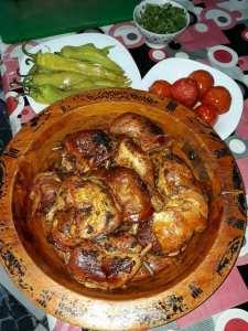 افخاذ واجنحة وانصاف الدجاج مشوية