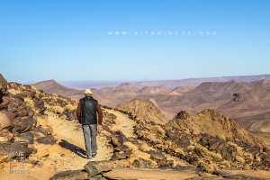 Dans le désert du Hoggar, sur les pas du Père de Foucauld Au rythme des caravanes, la visite des trois lieux, près de Tamanrasset où le
