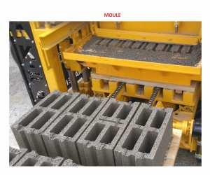 Machine de Parpaing Brique Pavé Bordure Semi-Automatique
