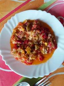Tchekhtchoukha tlemcenienne aux poivrons, tomate et oeufs