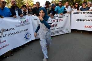 Rester ou partir en France, le dilemme des médecins algériens