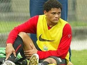 جونيور البرازيلي ينضم للأهلي المصري