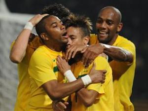 نيمار وباتو يطيحان بالأكوادور ويأهلوا البرازيل للربع النهائي.