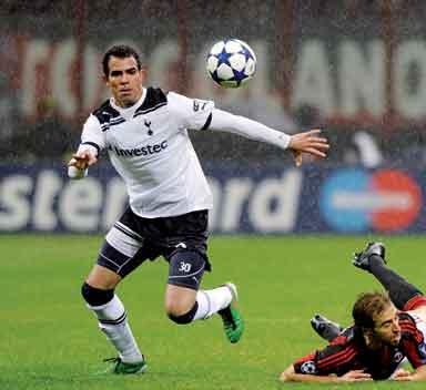 توتنهام يفتقد البرازيلي ساندرو بسبب الإصابة