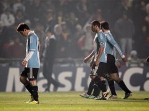 الأرجنتين تواصل السقوط.