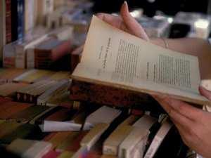VENTE DE BOUQUINS AU JARDIN KHEMISTI À ALGER: La foire aux livres