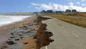 Béjaïa - La mer avance dangereusement sur la RN 9